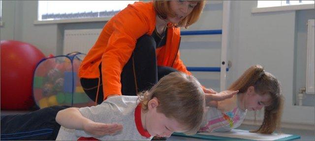 Какая группа здоровья показана при сколиозе 1 степени ребенку в школе