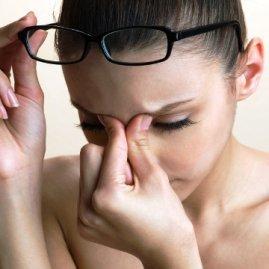 Мушки перед глазами: причины мелькания мушек перед глазами и лечение