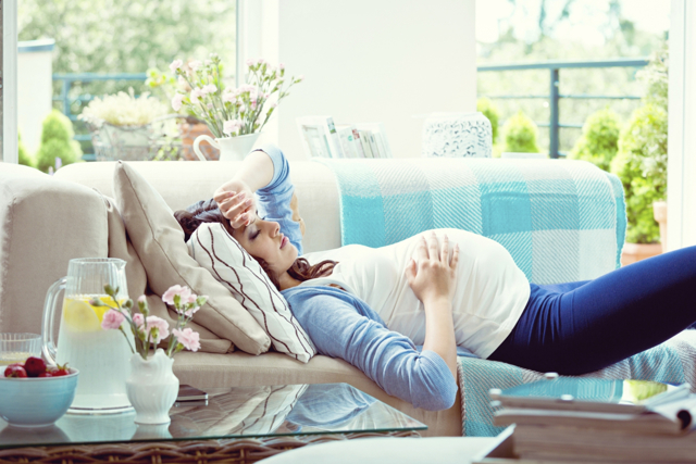 Головная боль при беременности в 1, 2 и 3 триместре: причины, лечение