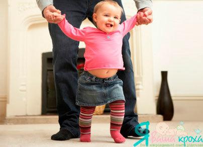 Когда ребенок начинает ходить: как научить ребенка ходить, что делать, если ребенок ходит на цыпочках